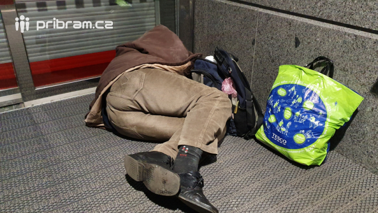 S klesajícími teplotami přibývá bezdomovců v …