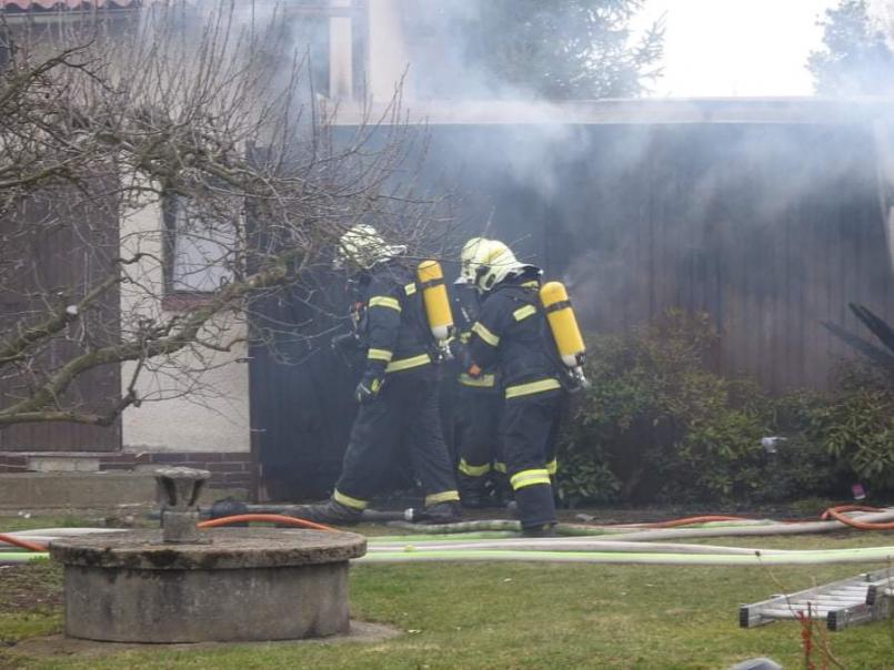Hasiči dostali oheň pod kontrolu těsně po 17. …