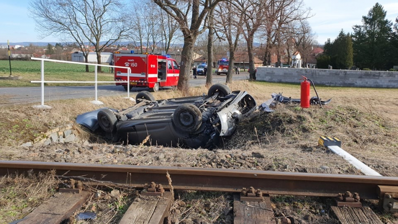 Řidič vyvázl bez zranění, preventivně byla na …