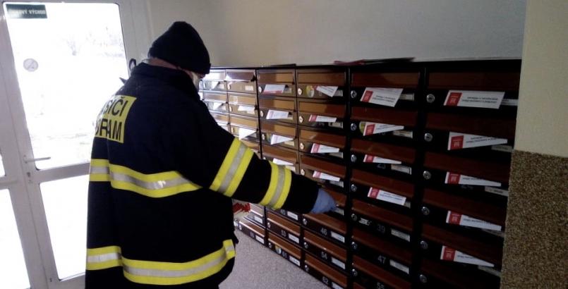 V ulicích jste tak mohli vidět hasiče …