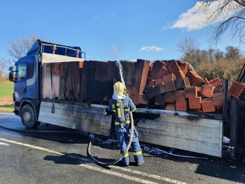 Tísňová linka hasičů přijala vpondělí …