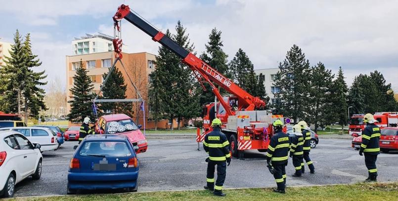 Profesionální hasiči začínají na Zdaboři …
