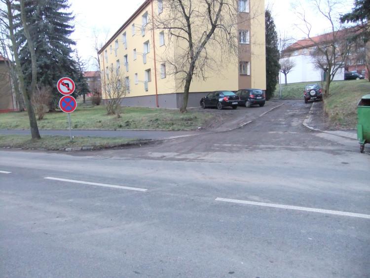 Parkování u domu č. p. 41 a 42, PB …
