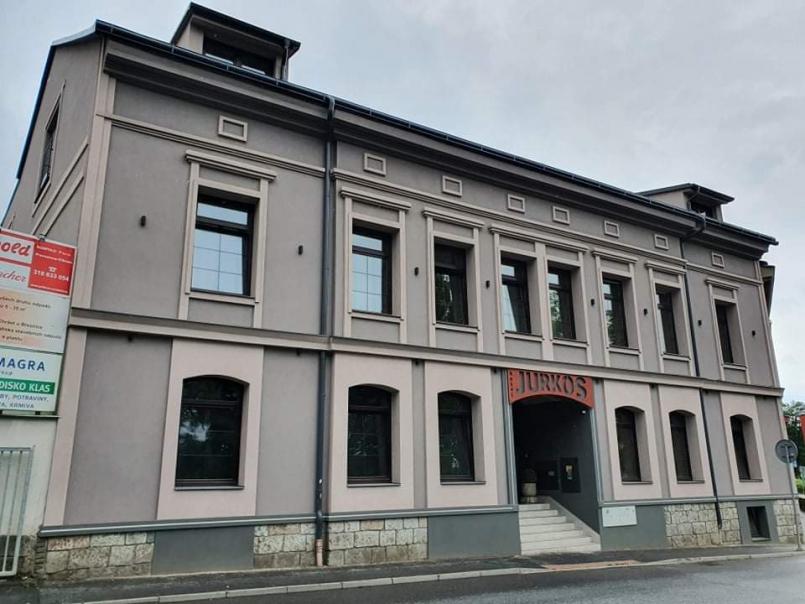Nově rekonstruovaný hotel v centru Příbrami …