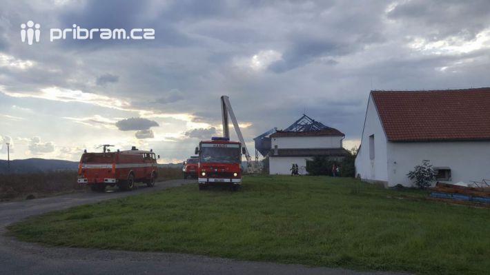 17:50Hasební práce pokračují, požár …