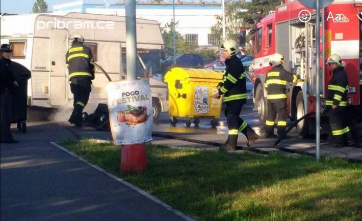 Profesionální hasiči z Příbrami hasí další …