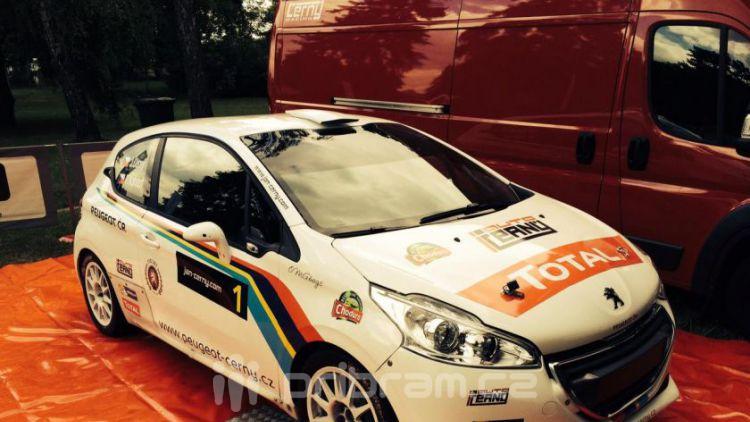 Černý s Peugeotem 208 T16 R5 a Bryndou na Slovensku