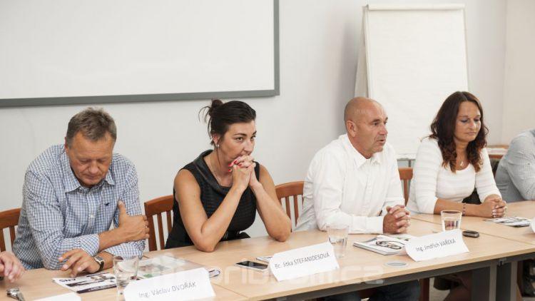 Danda a Stefanidesová: Vařeka nerespektoval výsledky voleb, proto jsme se zdrželi hlasování