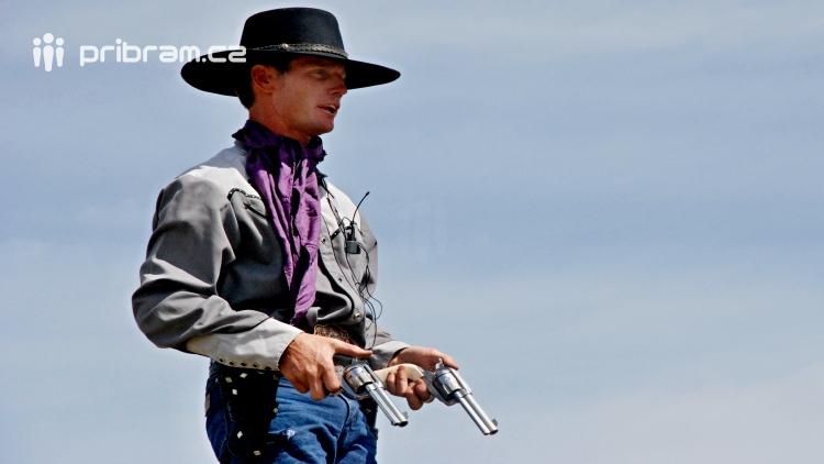 Pistolník si spletl Příbram s Divokým západem