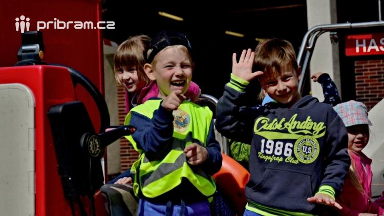 Hasičskou zbrojnici ovládly děti
