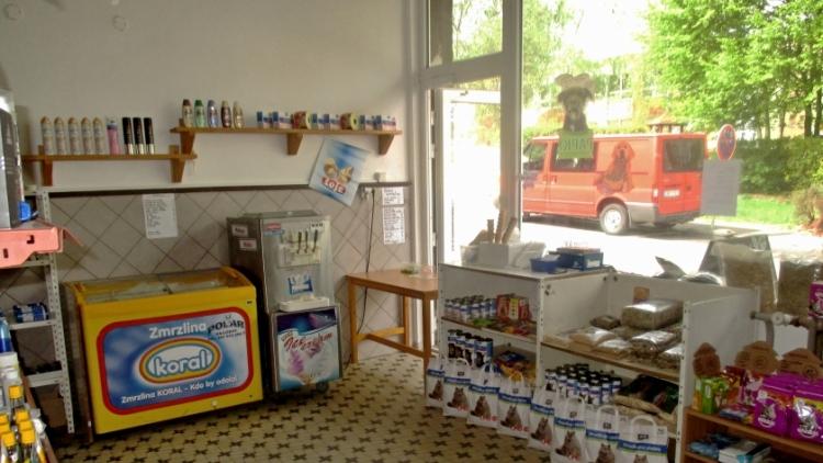 Vyráběli a prodávali zmrzlinu v prodejně krmiv, zastavila je až kontrola hygieniků
