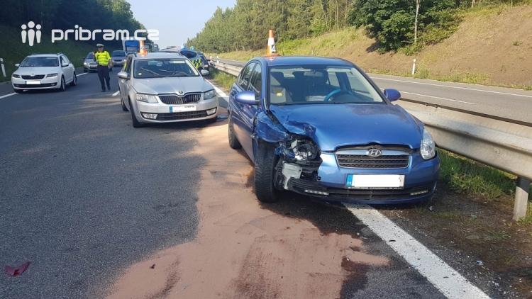 Aktuálně: Nehoda tří vozidel komplikuje provoz na dálnici D4