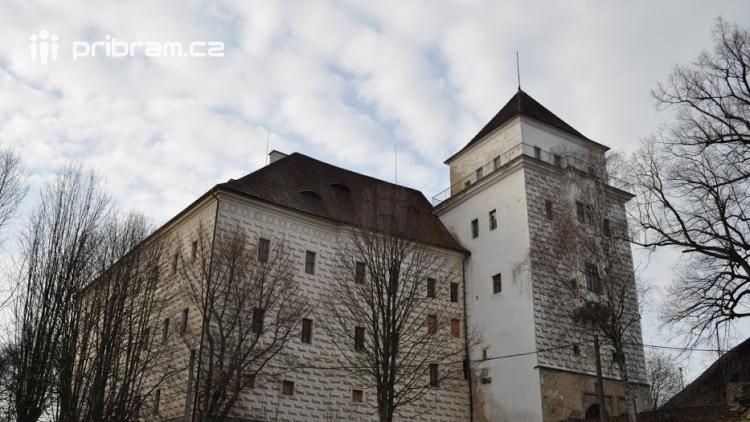 Zámek v Rožmitále pod Třemšínem výrazně prokoukl