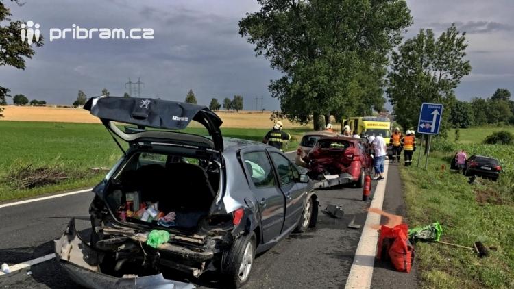 Aktuálně: Hromadná dopravní nehoda zastavila provoz na Strakonické. Z místa je hlášen větší počet zraněných