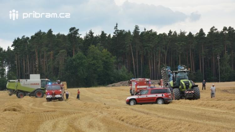 Současné sucho a polní práce přidělávají práci hasičům. Na Příbramsku během hodiny vyjeli dvakrát.
