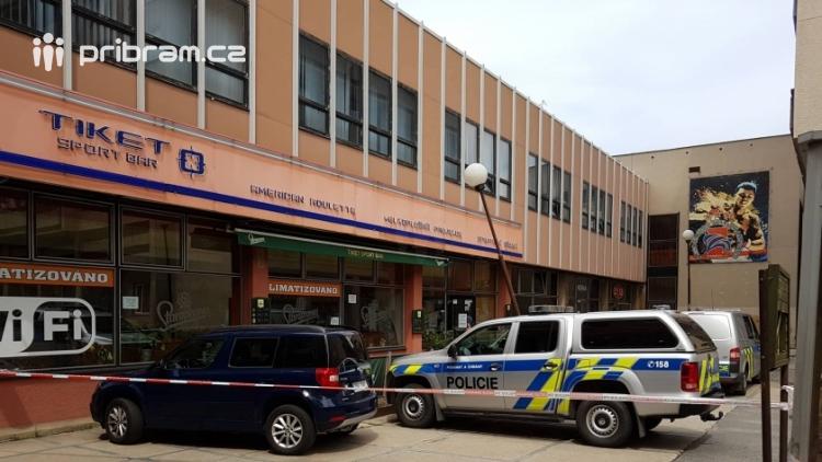 Právě teď: V prostoru ulice Čechovská u Tiket Sport Baru zasahuje větší množství příslušníků Policie ČR
