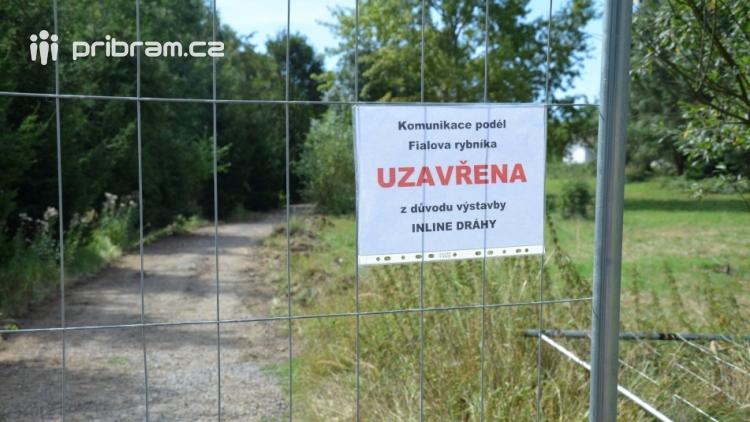 Budování druhé části inlinové dráhy uzavřelo na čas cestu kolem Fialáku