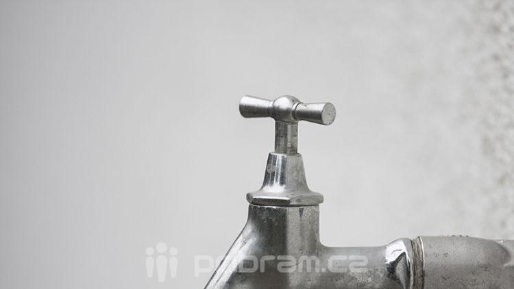 Před příchodem zimy je třeba ošetřit vodovodní přípojky a vodoměry
