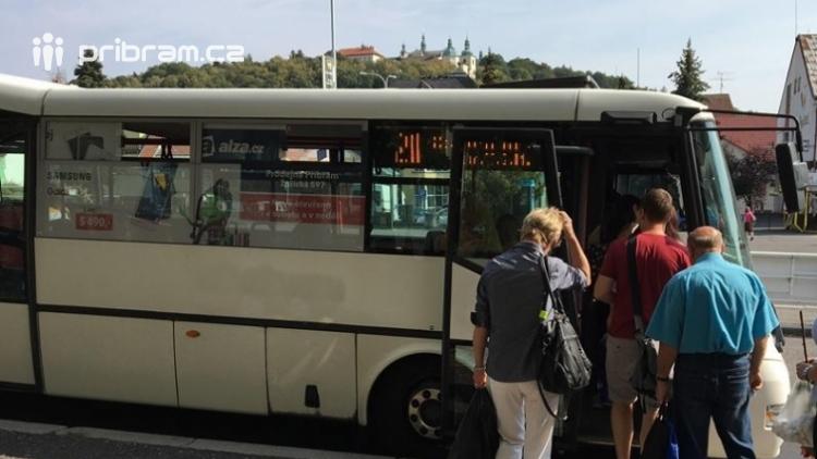 Kolik z nás jezdí po Příbrami městskou hromadnou dopravou a kolik má vlastně zastávek?