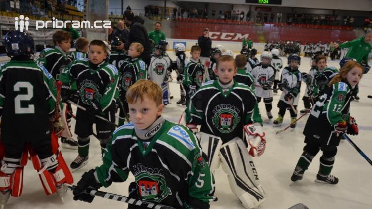 b2d0ccd81b86a Dalších 76 fotografií v galerii Sezónu ledního hokeje zahájilo 230 malých i  velkých hokejistů