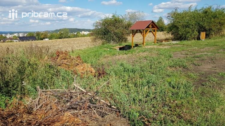 Pár metrů od Zdabořské studánky si udělal bezohledný majitel zahrádky skládku