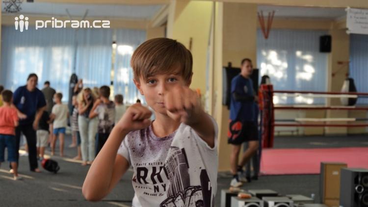Spousta malých bojovníků se poprvé utkala v příbramské Boxerně
