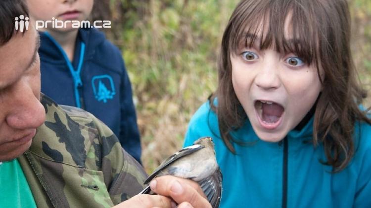 Jurta na okraji Dobříše otvírá každý den své dveře školákům