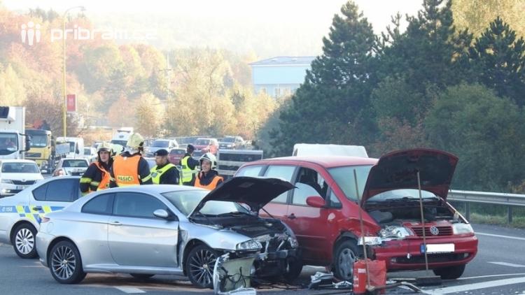 Aktuálně: Po srážce dvou vozidel kolabuje Evropská