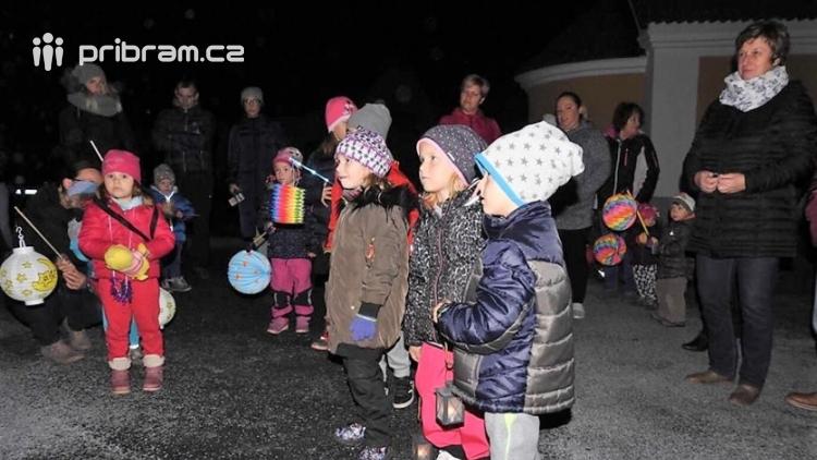 Svatomartinské lampiony zazářily i v Konětopech