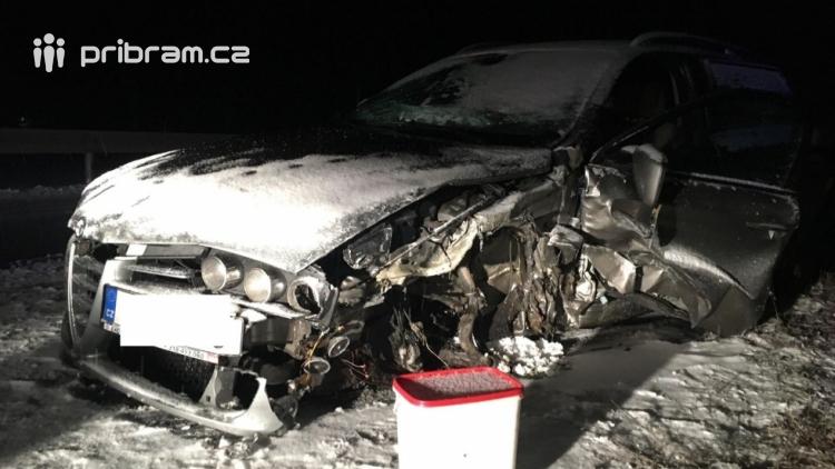 Aktuálně: Silnice pokryl sníh a náledí, komplikace v dopravě sledujeme ON-LINE