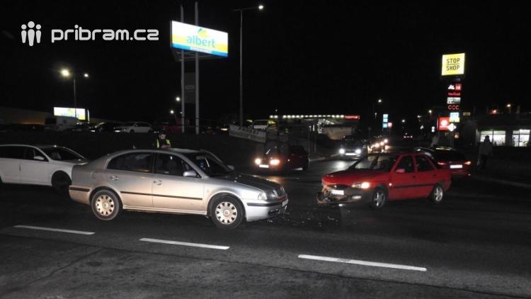 Aktuálně: V Brodské se srazily dva vozy