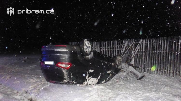 Aktuálně: Sníh a náledí ztěžují řidičům jízdu