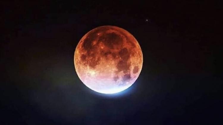 Foto dne: Dnes ráno jsme mohli sledovat úplné zatmění Měsíce