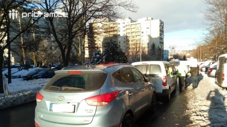 Aktuálně: Dopravní nehoda komplikuje dopravu ve Školní