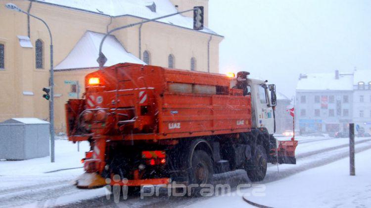 S dnešním sněhem by Technické služby neměly mít problém