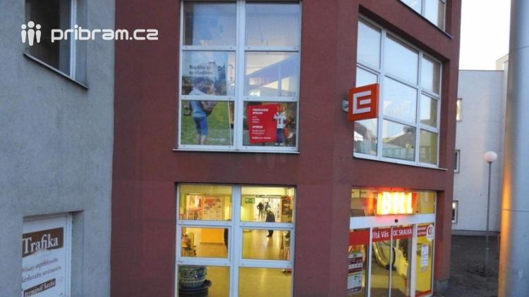 Teenageři a bezdomovci se shlukují v obchodních centrech a obtěžují zákazníky