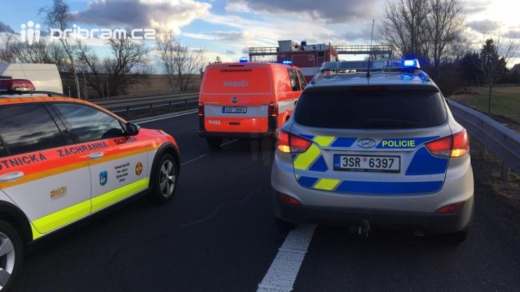 Aktuálně: Dopravní nehoda uzavřela jízdní pruh na dálnici