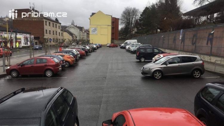 Informace o zavedení dalších parkovacích zón vzbudila emoce