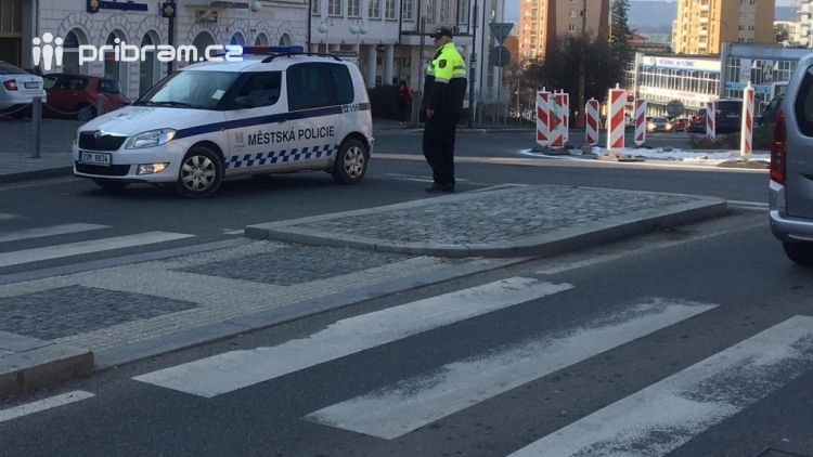 Aktuálně: V centru města došlo ke srážce auta s motorkářem