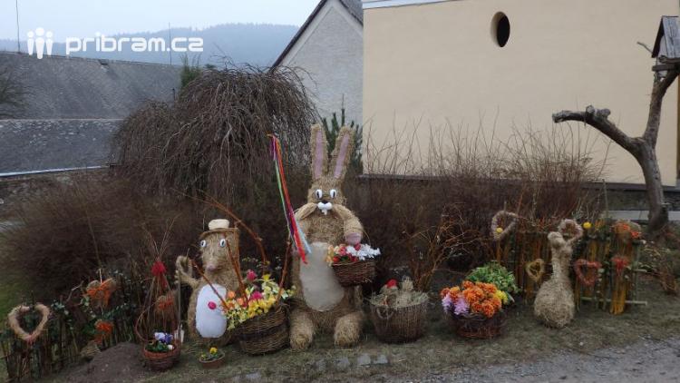 Od pátku najdete v Čenkově velikonoční figurky ze sena