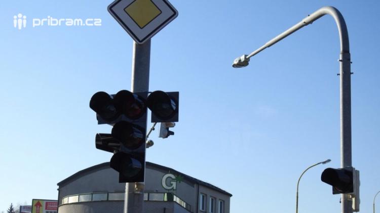 Neznámý pachatel odcizil baterie od mobilních semaforů