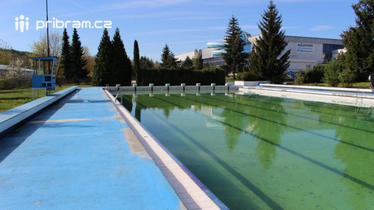 Začátkem května se bude napouštět venkovní bazén. Od června bude otevřen