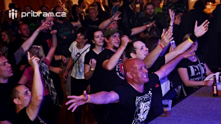 Dvě legendární kapely rozvášnily Březnici