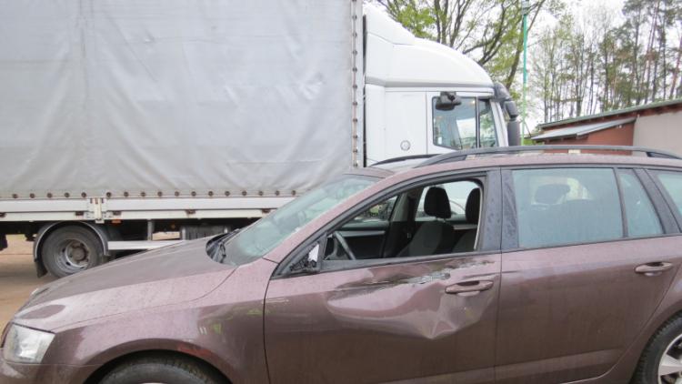 Řidič náklaďáku byl tak opilý, že po nehodě nevěděl kde je a co se stalo