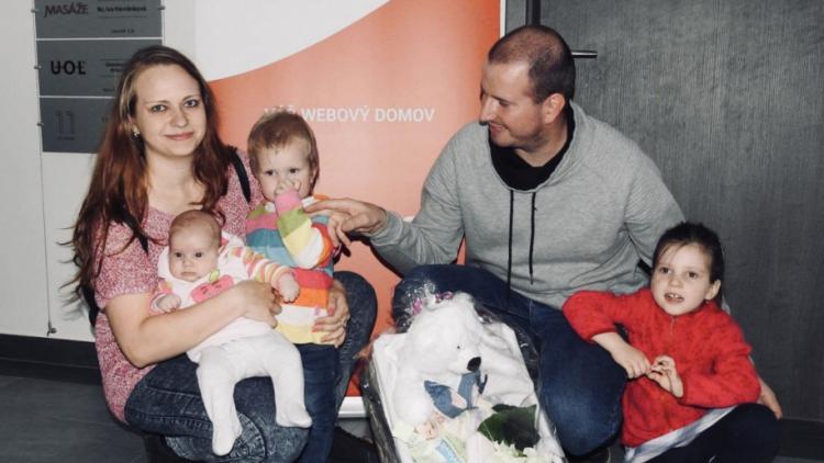 Redakci navštívily tři sestry, nejmladší dostala zaslouženou odměnu