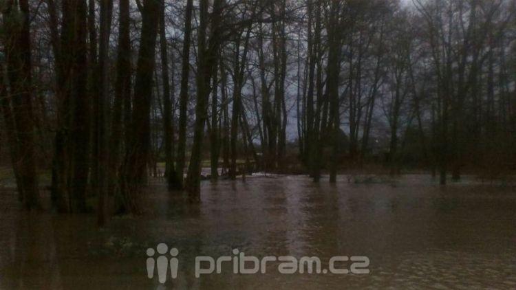 Na dvou místech ve středních Čechách platí první povodňový stupeň