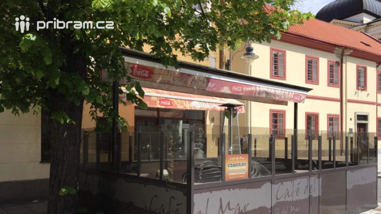 Pozornosti hygieniků neušla ani kavárna Café del Mar