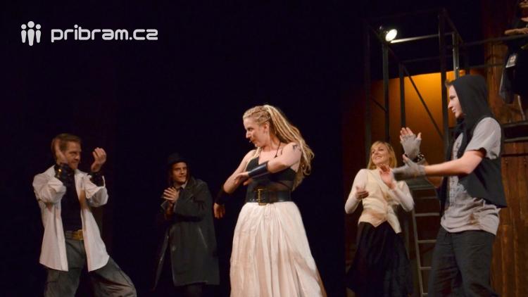 Příbramské divadlo se chystá na venkovní scény, tentokrát se dvěmi inscenacemi