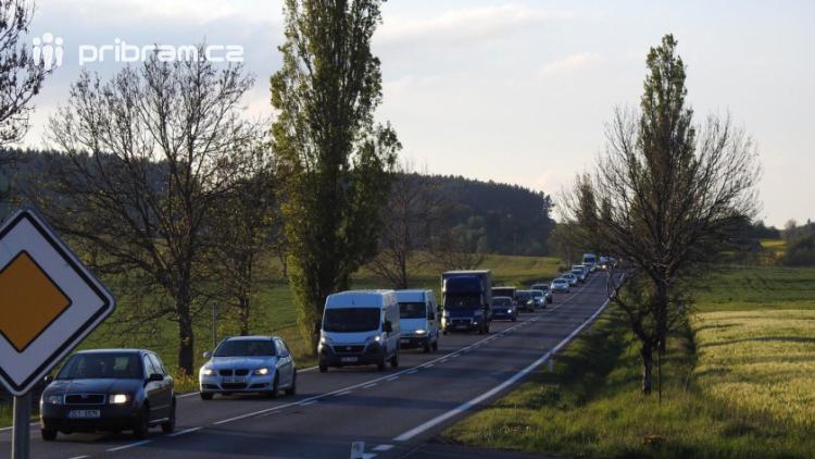 Aktuálně: Série několika dopravních nehod komplikuje provoz na Strakonické