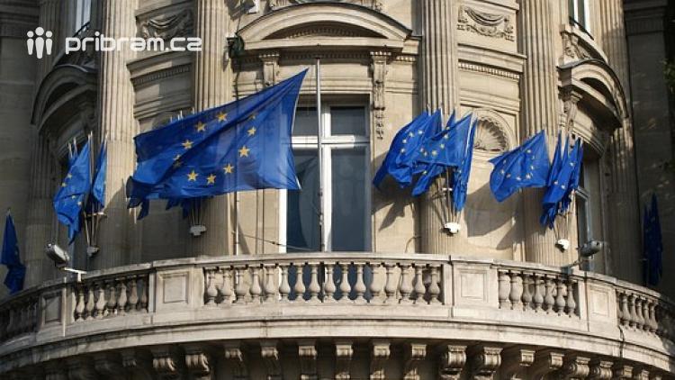 Češi dnes míří k volebním urnám